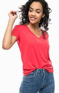 Красная футболка с треугольным вырезом Levis®