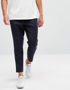 Темно-синие зауженные брюки в тонкую полоску ASOS - Темно-синий