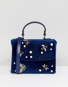 Бархатная сумка через плечо с отделкой в виде жука и искусственным жемчугом ASOS - Темно-синий