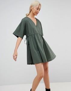Свободное платье с V-образными вырезами и поясом ASOS - Зеленый