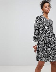 Свободное платье с анималистическим принтом Moss Copenhagen - Черный