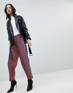 Спортивные брюки с блестками и полосками по бокам ASOS - Розовый
