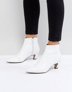 Кожаные ботинки на каблуке-рюмочке ASOS REANNE - Белый
