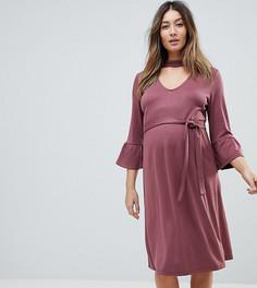 Цельнокройное платье с чокером и оборками на рукавах Mamalicious - Розовый Mama.Licious