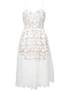 расклешенное платье с цветочной резной отделкой  Self-Portrait