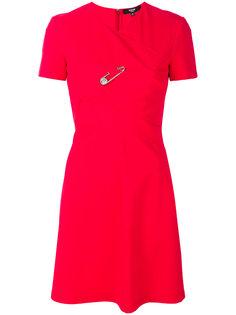 платье с расклешенной юбкой с булавкой Versus