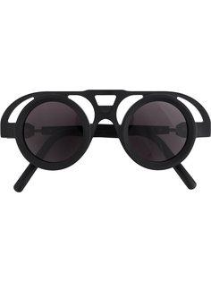 солнцезащитные очки в оправе с вырезными деталями Kuboraum