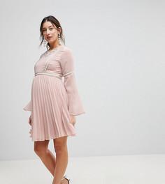 Короткое приталенное платье с плиссированной юбкой и отделкой ASOS Maternity - Розовый