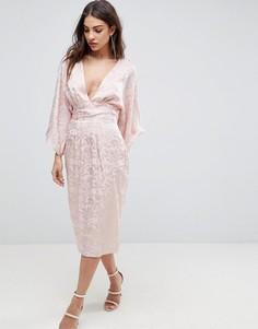 Жаккардовое платье-кимоно с бахромой на поясе ASOS - Розовый