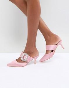 Остроносые мюли на каблуке со стразами на пряжке True Decadence - Розовый