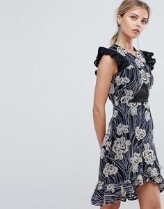 Платье мини с асимметричным подолом и кружевной вставкой Three Floor - Мульти