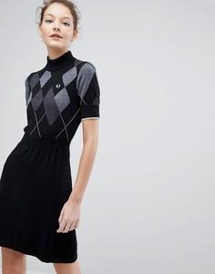 Вязаное платье с узором в ромбик Fred Perry - Черный
