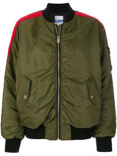 куртка-бомбер с контрастными полосками Sjyp