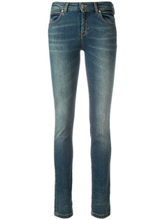 джинсы с декорированной буквой V Versace Collection