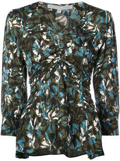 блузка с V-образным вырезом и оборками  Veronica Beard