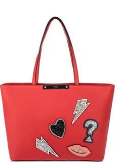 Красная сумка с нашивками Guess
