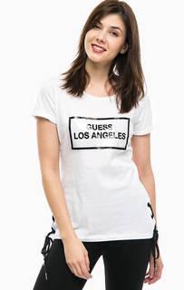 Белая хлопковая футболка с нашивкой Guess