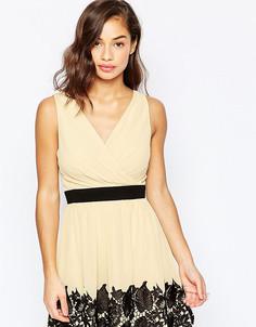 Платье для выпускного с запахом и кружевной вставкой Little Mistress Petite - Кремовый