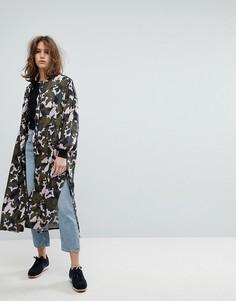 Удлиненная куртка с камуфляжным принтом Moss Copenhagen - Зеленый