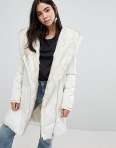 Дутая куртка с шалевым воротником из искусственного меха New Look - Кремовый