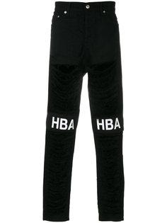 джинсы с рваными деталями Hood By Air