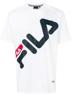футболка с диагональным принтом логотипа Fila