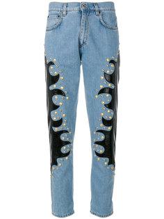 прямые джинсы с заклепками  Moschino