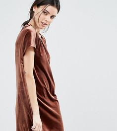 Бархатное цельнокройное платье мини One Day Petite - Коричневый
