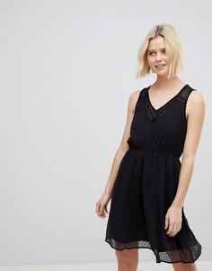 Короткое приталенное платье с кружевом и вырезом капелькой Vero Moda - Черный