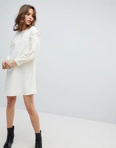 Платье с оборкой на рукаве Unique 21 - Белый