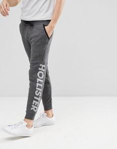 Серые джоггеры с манжетами и логотипом Hollister Sports - Серый