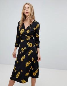 Платье миди с цветочным принтом и запахом Miss Selfridge - Мульти