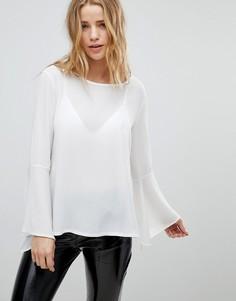 Блузка с рукавами клеш Boohoo - Белый