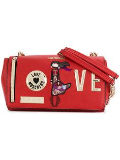 сумка с нашивками на цепочке Love Moschino