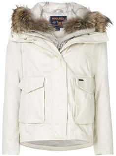 куртка на молнии с меховой отделкой Woolrich