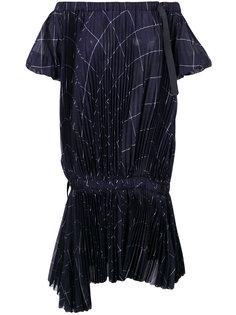 платье с открытыми плечами и принтом  Sacai