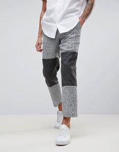 Серые фактурные брюки слим со вставками колор блок ASOS - Серый