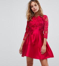 Короткое приталенное платье с кружевным топом, рукавами 3/4 и атласной юбкой Little Mistress Petite - Красный