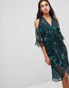 Платье миди с открытыми плечами и перекрученной отделкой Hope & Ivy - Зеленый