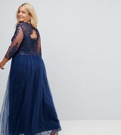Платье макси с высоким воротником и вырезом на спине Chi Chi London Plus - Темно-синий