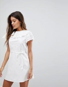 Платье с вышивкой ришелье на воротнике и рукавах Fashion Union - Белый