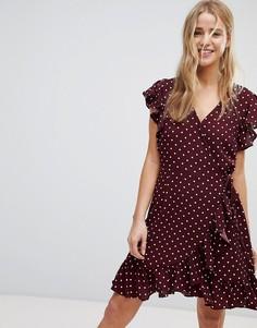 Платье в горошек с запахом и оборками New Look - Красный