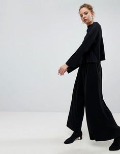 Плиссированные брюки с широкими штанинами Weekday - Черный