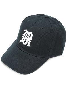 кепка с вышивкой логотипа R13