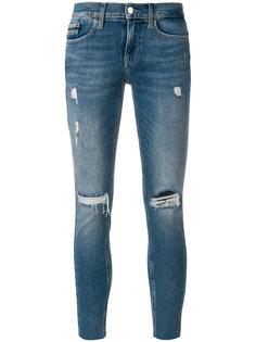 укороченные состаренные джинсы  Calvin Klein