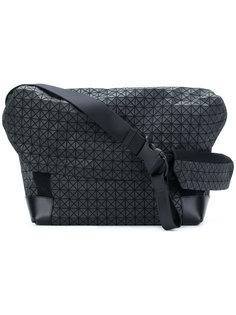 сумка на плечо с геометрическим узором Issey Miyake