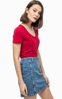 Красная хлопковая футболка с глубоким вырезом Tommy Hilfiger