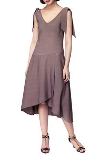 Приталенное платье с запахом VILATTE