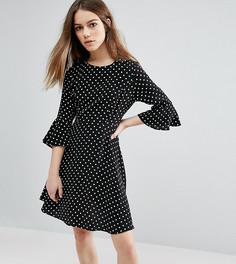 Платье в горошек с расклешенными рукавами New Look Petite - Черный