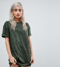 Платье-футболка с леопардовым принтом и отворотами на рукавах ASOS PETITE - Мульти